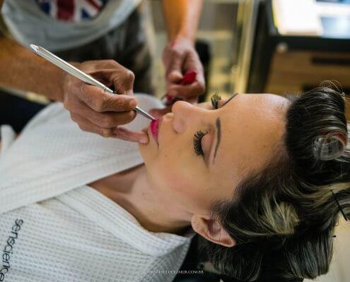 Toda noiva quer estar deslumbrante no casamento. Além do vestido, a maquiagem para noiva é muito importante. Leia nossas dicas e fique linda!