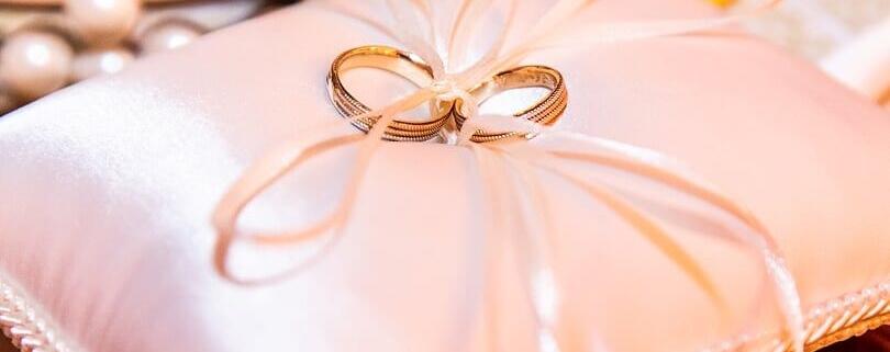qual mão usa aliança de casado