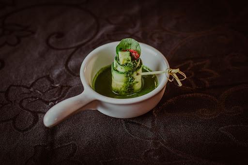 Devo servir finger food no meu casamento?