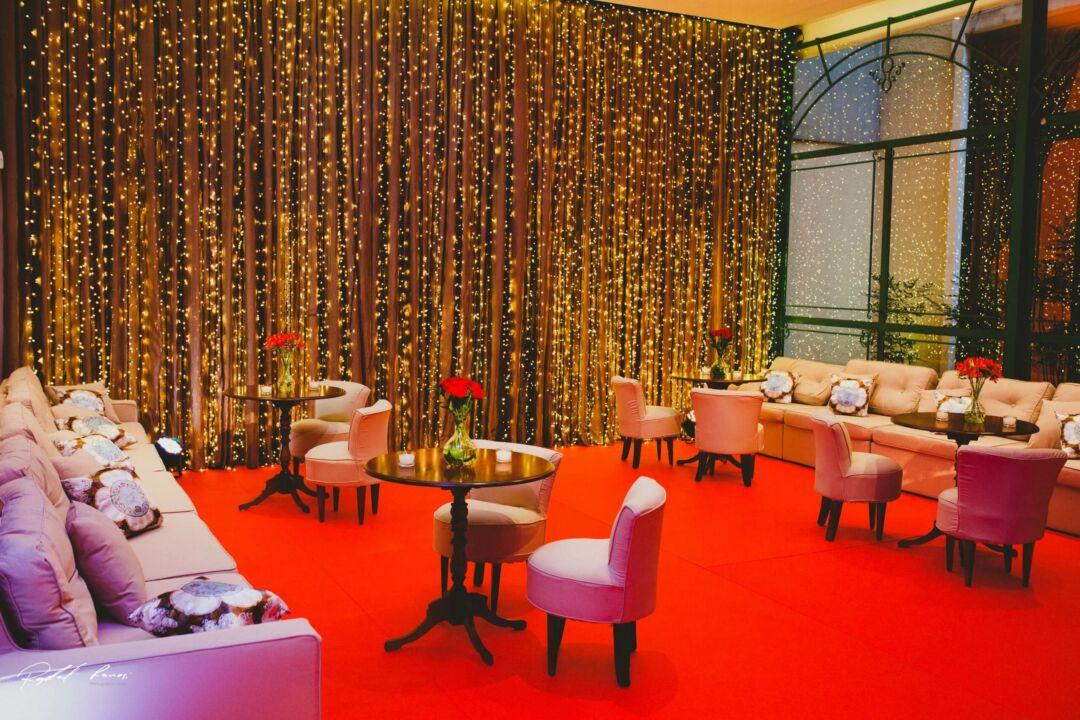 Dois lounge casamento em um mesmo espaço