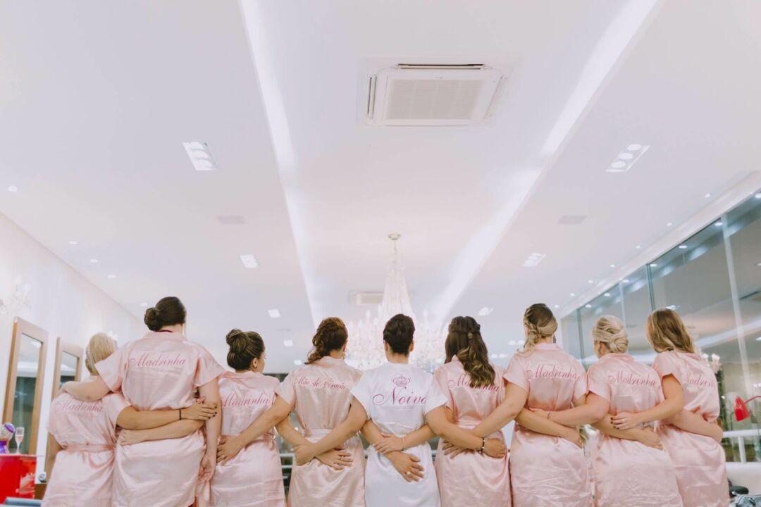 noiva e suas madrinhas de casamento