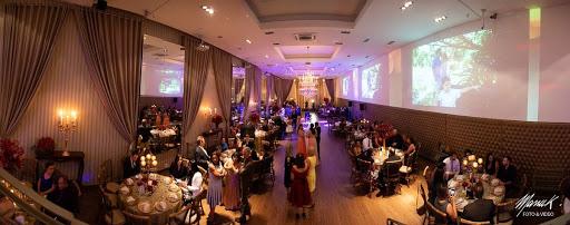 Orçamento para festa: escolha do salão. Imagem retrata um salão de festas.