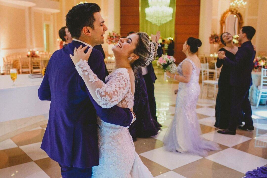 Orçamento para festa: noivos dançando