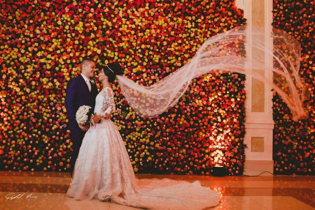 Orçamento para festa no estilo dos noivos: imagem dos noivos em seu casamento
