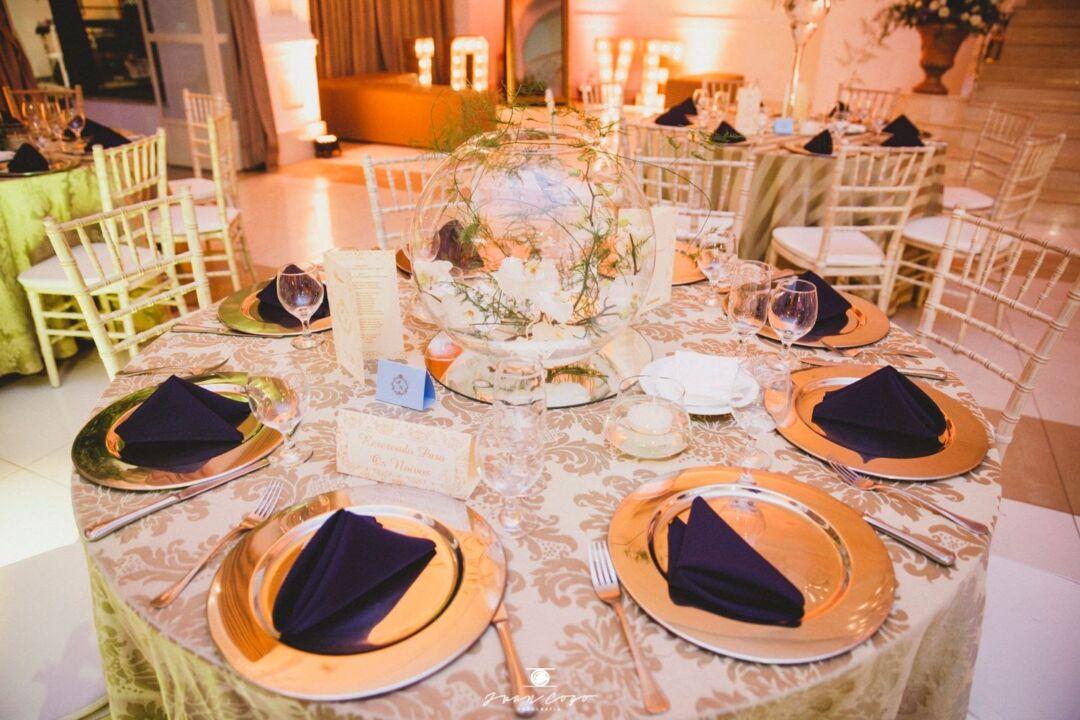 cardápio de casamento e mesa posta