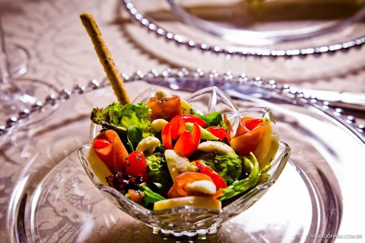 Salada no cardápio para buffer de casamento